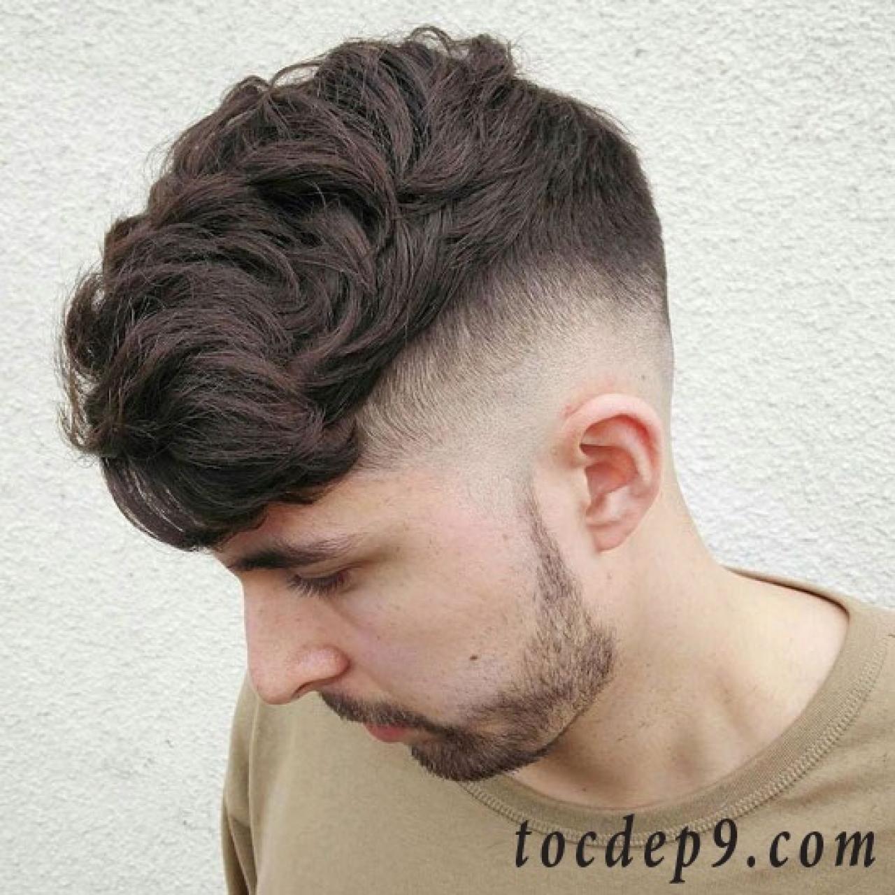 55 kiểu tóc nam undercut vuốt ngang đi học đẹp cho gò má thấp, cằm chẻ & mũi to